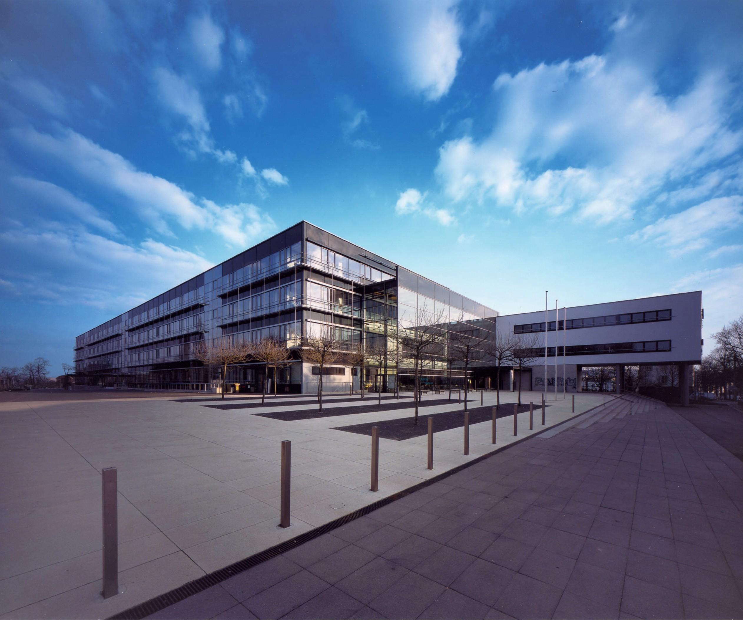 [Bild] Gebäudeansicht des Justizzentrums Erfurt
